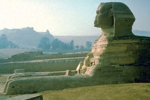 Photograph of the profile view of the Great Sphinx.